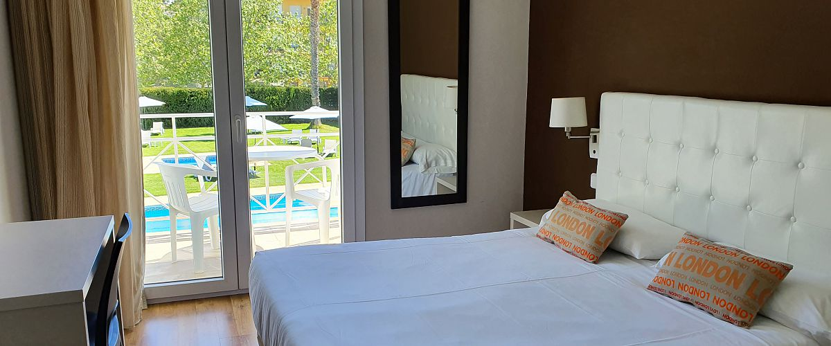 Superior Double Room with Balcony- Quality (2 adults + 1 child) - Hotel Marina Tossa